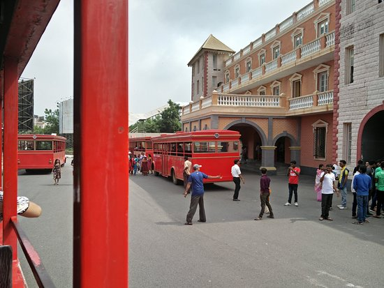 Chennai bus crowds 07 uncle enjoying software girls - 4 1
