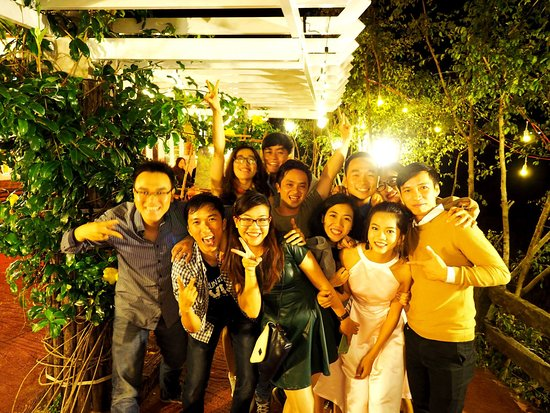 Πλεϊκου, Βιετνάμ: Đám bạn thân đi dự đám cưới của mình