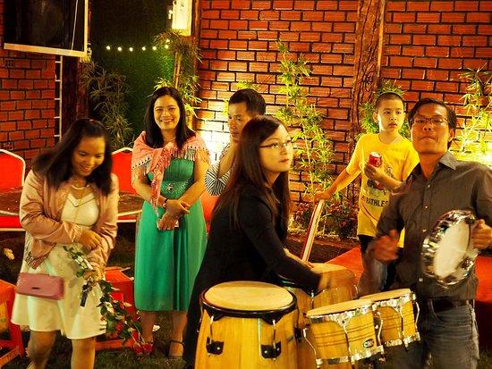 Πλεϊκου, Βιετνάμ: Gia đình mình vui hết chỗ chê