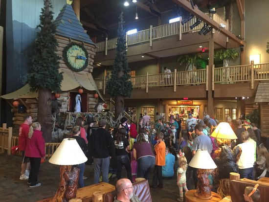 Great Wolf Lodge : The lodge in October with kids activities