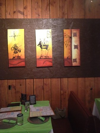 Brevard, Carolina del Norte: Lighted Artwork Next To Our Table