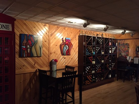 Minocqua, WI: Inside the Vine!