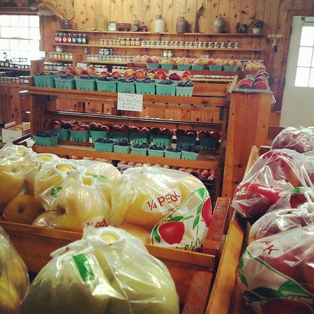 Chardon, โอไฮโอ: Apples and other produce grown at Sage's