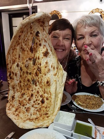 Brighouse, UK: Family Naan !