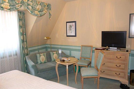 Hotel Konig Von Ungarn: Seating area main bedroom