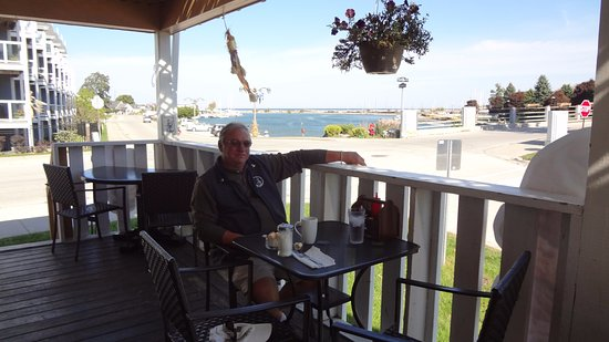 Meaford, Kanada: Great view, great food and fresh coffee.