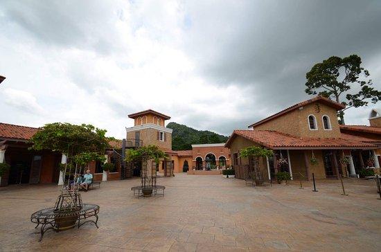 Na Chom Thian, Thailand: สวยงามต่างท้องเรื่องนะ