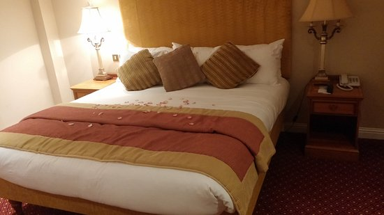 Galway Bay Hotel: Suite bedroom