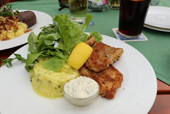 Muensing, Alemanha: Fisch mit Kartoffelsalat
