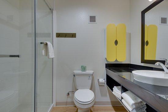 Muskogee, OK: Bathroom with Shower