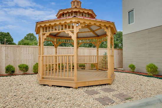 Muskogee, Οκλαχόμα: Gazebo for Smoking and Relaxation