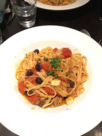 Napoletano : Par ordre Linguini scampis, Linguini amatriciana, Pizza Isabella + œuf. Une bombe atomique ce re