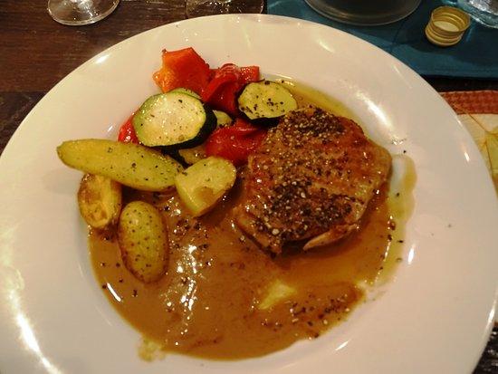Rotbarschfilet gurkensalat und slazkartoffeln bild von for Restaurant domont