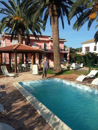 Hotel & Residence Villa Rosa: 20160923_091852_large.jpg