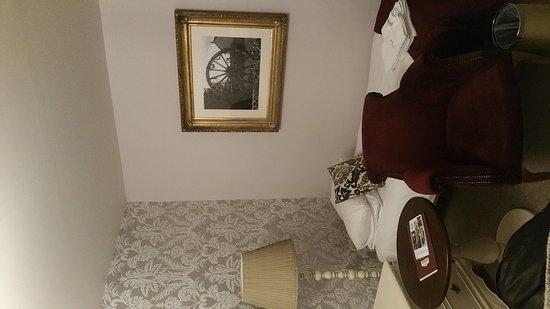 La Chartre-sur-le-Loir, Francja: Chambre JP Jaussaud  1 lit double, 3 lits simples