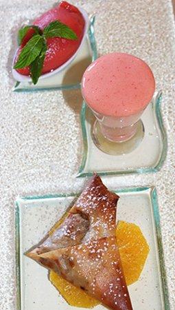 Cafe de Certoux: Dessert - Pastilla tiède aux Amandes, Dattes et Miel, Déclinaison d'Orange