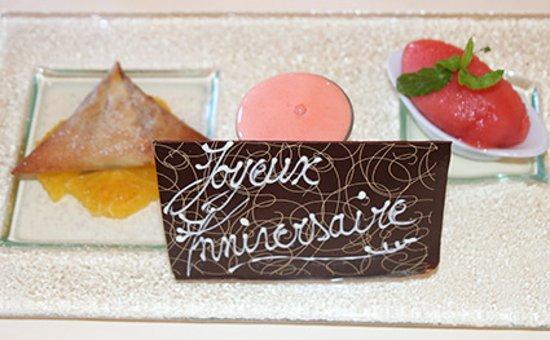 Cafe de Certoux: Dessert personnalisé - Pastilla tiède aux Amandes, Dattes et Miel, Déclinaison d'Orange