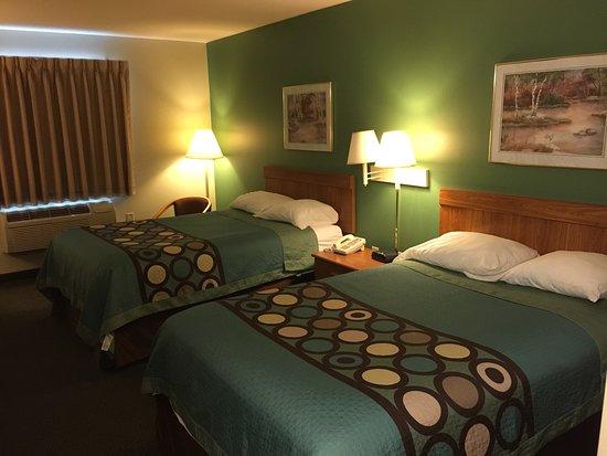 سوبر 8 هاجرزتاون هافواي: Double size beds