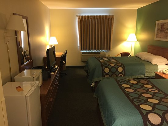 Super 8 Hagerstown/Halfway Area: Lots of room