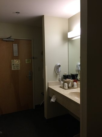 Super 8 Hagerstown/Halfway Area: Vanity in the bedroom area