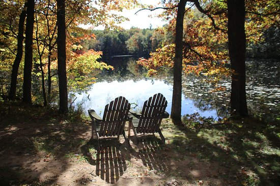 Canoe Bay: Quiet spot along the hiking trail