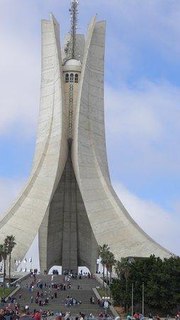 Alger, Argelia: Maqam Echahid is iets wat ideaal is om te combineren met een bezoek aan de tuinen