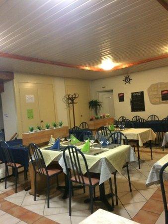 Saint-Maurice, Sveits: salle à manger vue sur un autre angle soir 14.10.2016