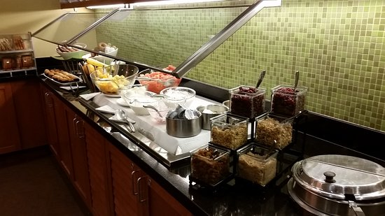 Hyatt Place Madison: Some of the breakfast, help yourself food.