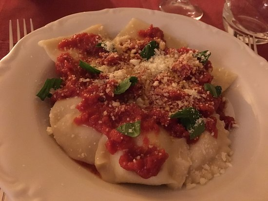 La Vecchia Quercia: Cooking class results - homemade ravioli with potato filling and tomato sauce (hint of cinnamon!