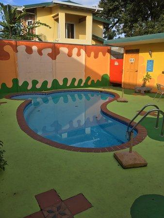 La Casa de las Flores Hotel: Clean pool, very refreshing.