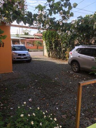 La Casa de las Flores Hotel: Parking