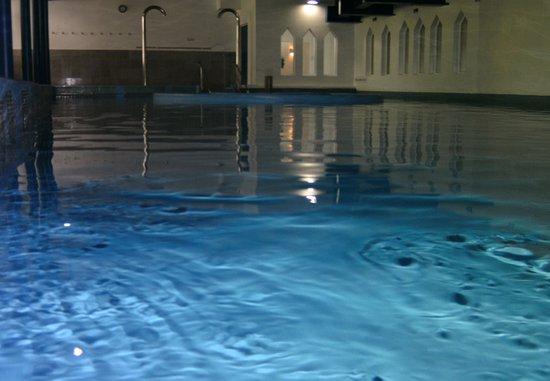Hotel Aquarius: Über die Wasserfläche des Bades