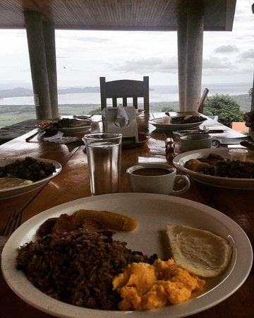 Playa Hermosa, Kosta Rika: authentic breakfast in La Cruz