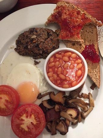 Banchory, UK: Hearty vegetarian haggis breakfast. Delicious!