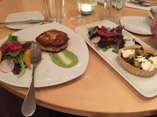 Bath, ME: Crab cake and mushroom tart