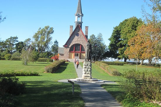 Grand Pre, Canadá: The chapel and Evangeline statue