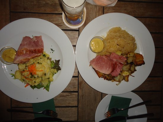 Schwarzwaldstuben: Prato típico, que possui um lombo de porco assado (fatia), com opção tendo repolho ou batatas.