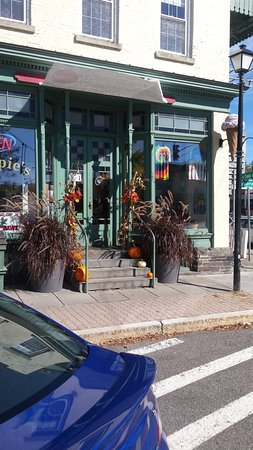 Front Entrance of Hoppie's