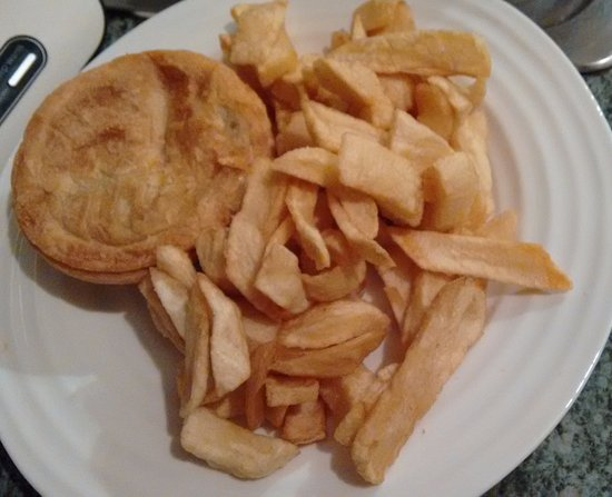 West Malling, UK: Pie and a 'large' portion of chips.