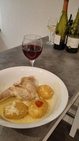 Lagrange City Apart'Hôtel Lyon Lumière: кролик в сметане-мастер класс моей жены на кухне в номере