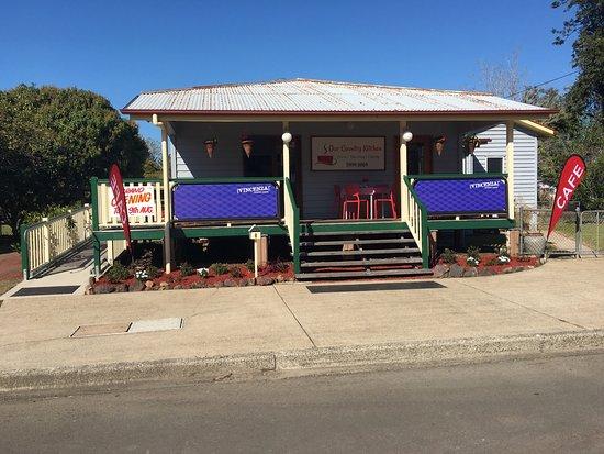Landsborough, أستراليا: Come and dine with us...
