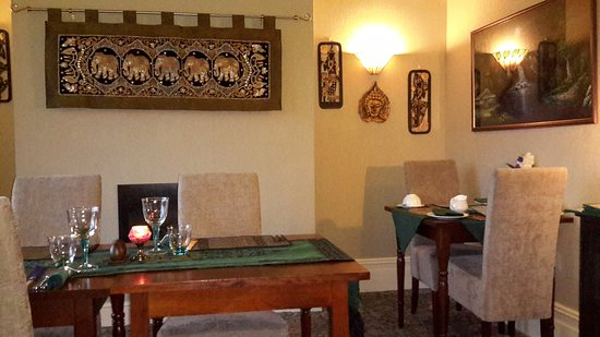 A Taste of Thailand Restaurant at Shemara Guest House : Tables