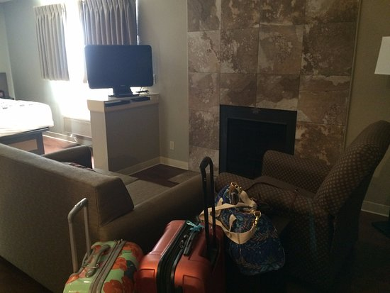 Hotel At WaterWalk: Sitting area with floor to ceiling fireplace.