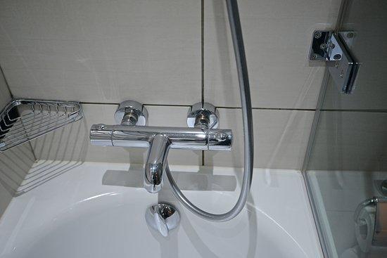 Crowne Plaza London Kensington: More shower controls to figure out...