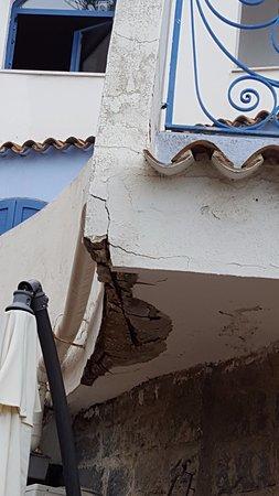 Hotel Sporting Baia: ja, ja,... nicht nur an diesem Balkon, kann man solche Schönheiten finden