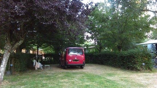 Camping de l'Etang de Fouche : Our pitch (inside the hedged area)