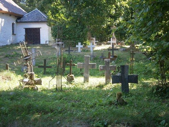 Kaina, Estonia: Kyrkogården vid kapellet
