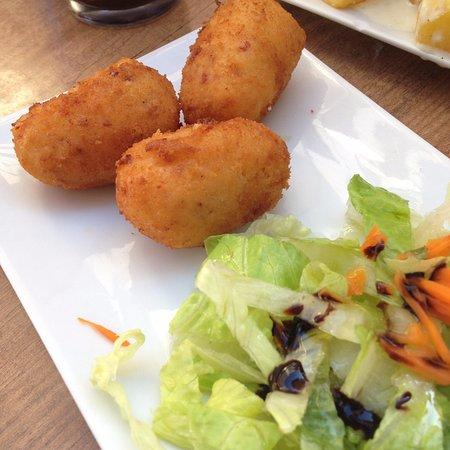 Bar Taperia Entre Amigos: Croquetas de huevo y chorizo