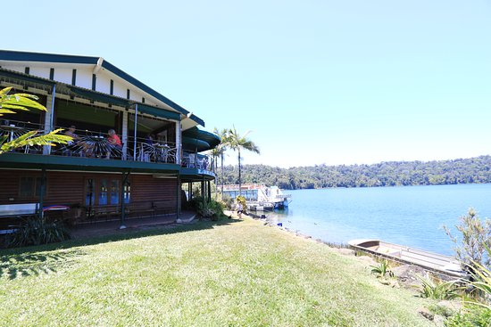 Yungaburra, Australien: Tea house and the lake