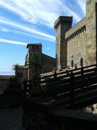 Bolsena il borgo e il castello.